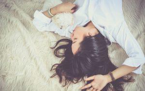 『寝ても眠気・肩こり・疲れがとれないなら、○寝で熟睡しなさい』