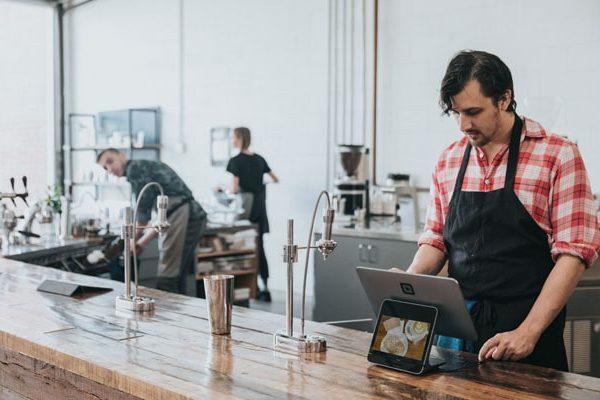 【成功店に学ぶ最新経営術】飲食店でIoT技術を活かす方法