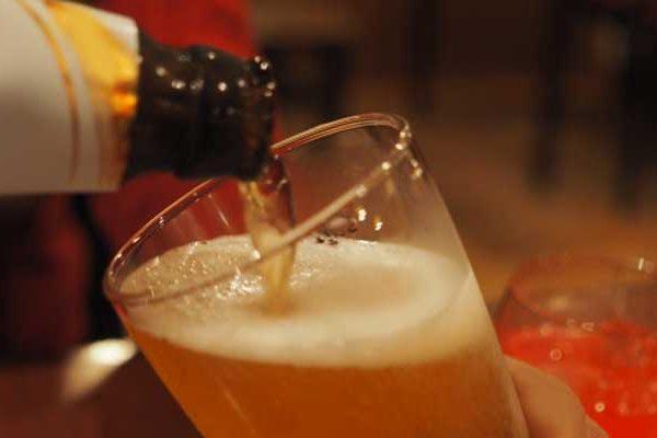 アサヒ直伝!缶・瓶ビールを美味しく飲む5つのコツとは