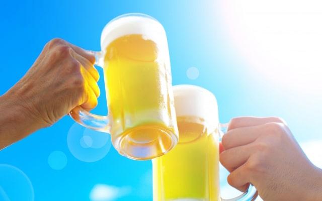 この夏は生ビールを美味しく飲もう!お店で実践できちゃう生ビールサーバーの美味しい注ぎ方