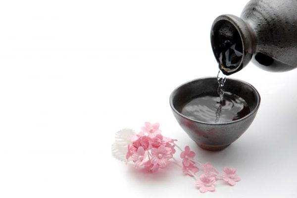 室内から桜を眺める「インドア花見」でお花見を快適に楽しもう
